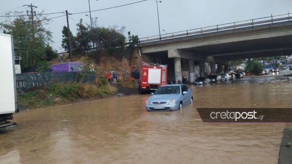 Ισχυρές βροχοπτώσεις στο Ηράκλειο : Έκκληση από την Πυροσβεστική να παραμείνουν οι κάτοικοι στα σπίτια τους 1