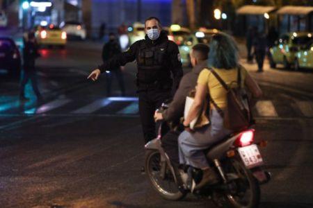 Koροναϊός : Ενα βήμα πριν από γενικευμένο lockdown μετά την έκρηξη 7