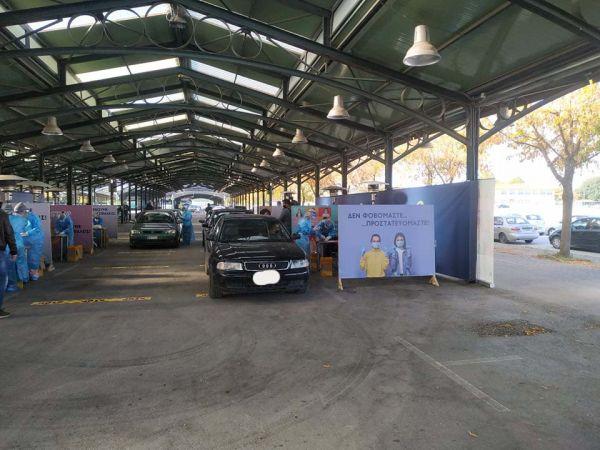 Κοροναϊός : Πλήθος Λαρισαίων σπεύδουν για rapid τεστ – Ουρές οχημάτων στη σκεπαστή αγορά της Νεάπολης [εικόνες] 5