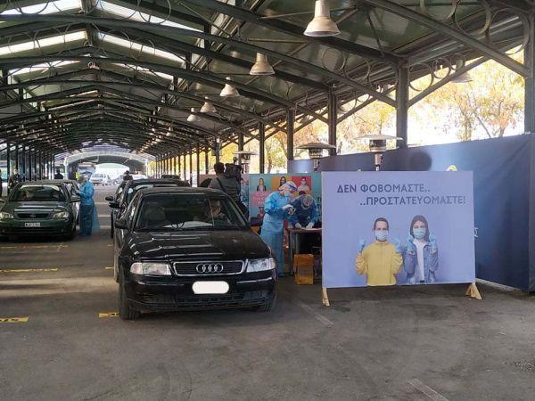 Κοροναϊός : Πλήθος Λαρισαίων σπεύδουν για rapid τεστ – Ουρές οχημάτων στη σκεπαστή αγορά της Νεάπολης [εικόνες] 7