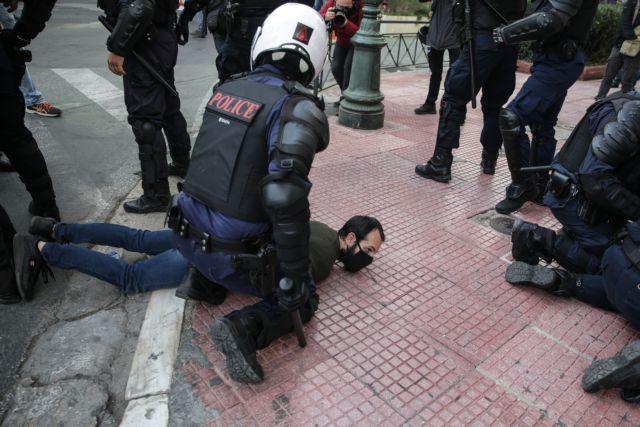 Πολυτεχνείο : Με βροχή χημικών και βία απάντησε η Αστυνομία στις συγκεντρώσεις με μάσκες και αποστάσεις 3