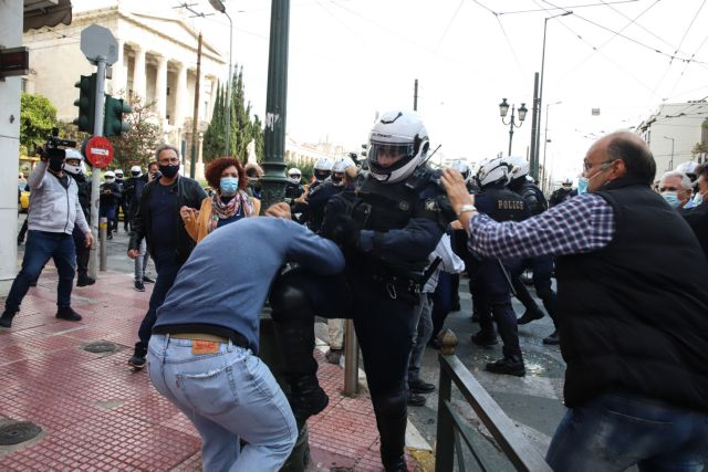 Πολυτεχνείο : Με βροχή χημικών και βία απάντησε η Αστυνομία στις συγκεντρώσεις με μάσκες και αποστάσεις 7
