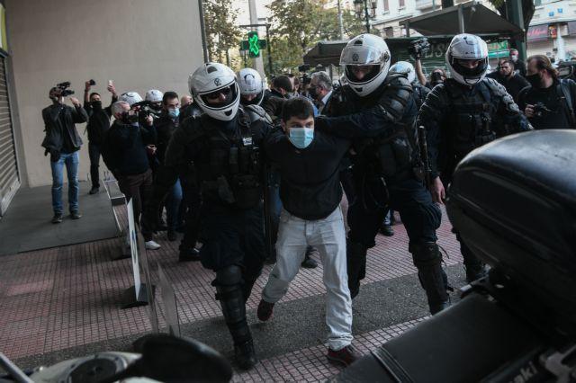 Πολυτεχνείο : Με βροχή χημικών και βία απάντησε η Αστυνομία στις συγκεντρώσεις με μάσκες και αποστάσεις 9